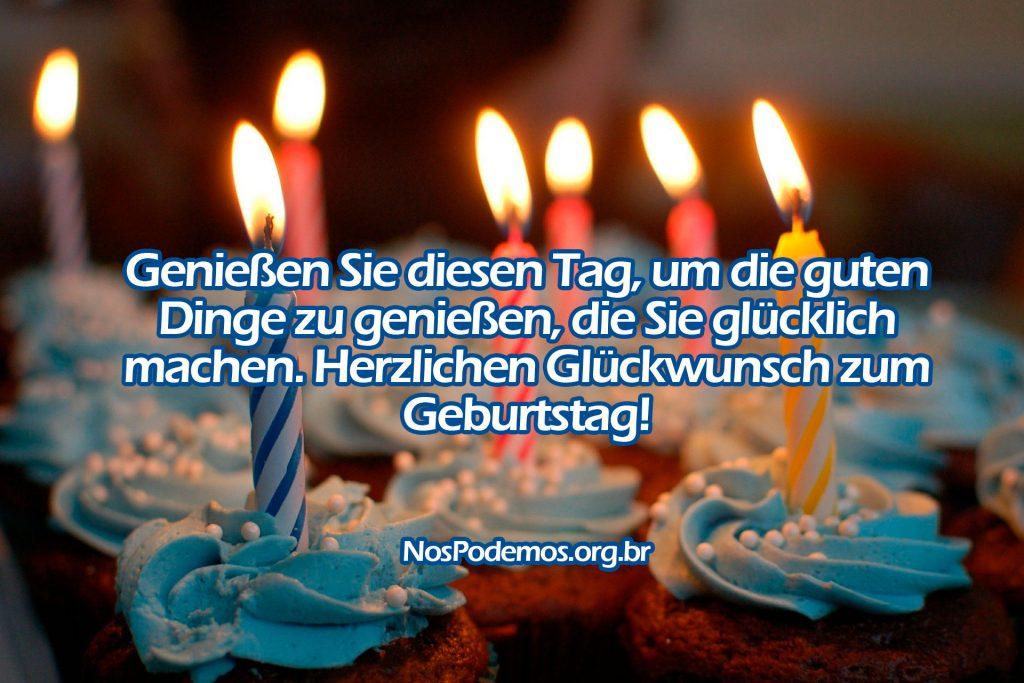 Genießen Sie diesen Tag, um die guten Dinge zu genießen, die Sie glücklich machen. Herzlichen Glückwunsch zum Geburtstag!