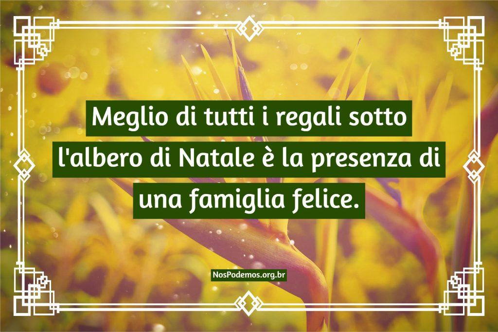 Meglio di tutti i regali sotto l'albero di Natale è la presenza di una famiglia felice.
